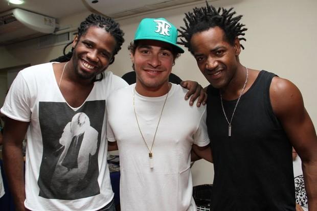 Trio Ternura em show do Sorriso Maroto no Rio (Foto: Vinicius Eduardo/ Ag. News)