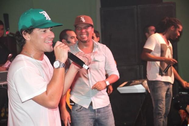 Trio Ternura canta com Sorriso Maroto no Rio (Foto: Vinicius Eduardo/ Ag. News)