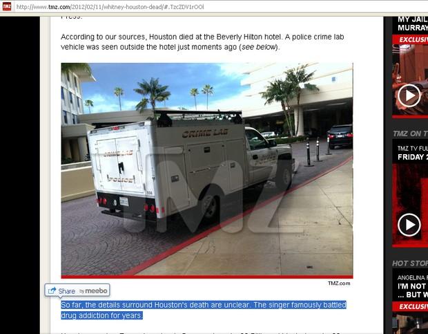 Carro da perícia parado em frente ao hotel em que Whitney Houston teria sido encontrada morta (Foto: Reprodução/TMZ)