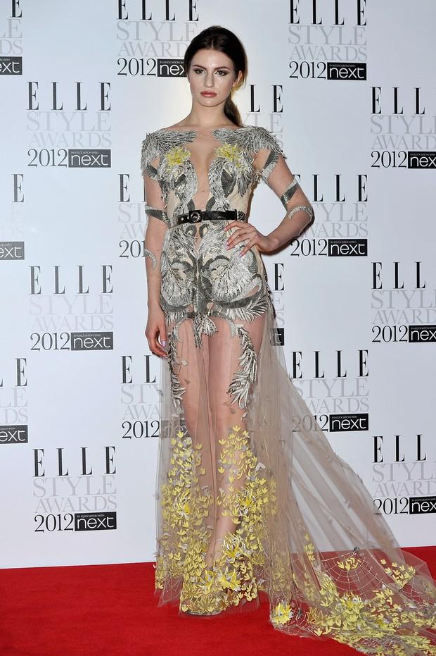 Modelo Tali Lennox usa modelito revelador em evento da Elle em Londres (Foto: Getty Images)