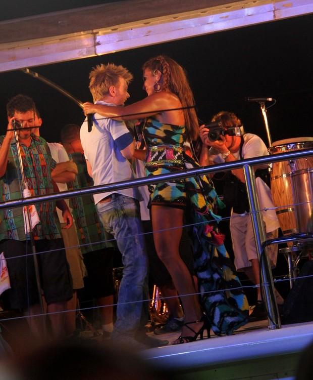 Ivete dança com Michel Teló (Foto: Daniel Delmiro/Ag.News)