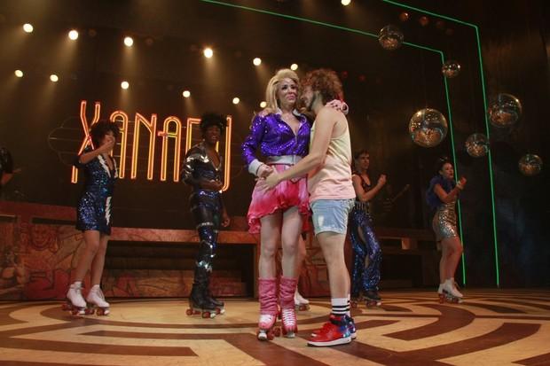 Danielle Winits emocionada ao final de Xanadu (Foto: Isac Luz/EGO)