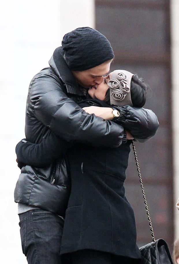 Vanessa Hudgens e Austin Butler em Paris (Foto: Grosby Group/Agência)