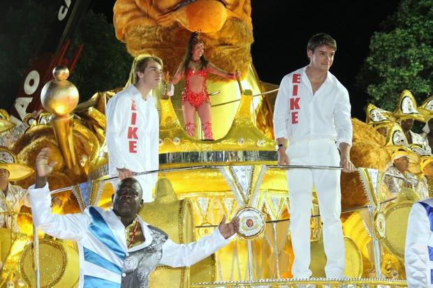 Luma de Oliveira desfila no grupo de acesso carioca (Foto: Roberto Filho / AgNews)