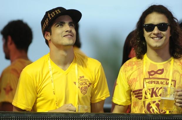 Caio Castro e Guilherme Bodry em Salvador (Foto: Francisco Cepeda/AgNews)
