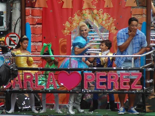 Carla Perez, Xanddy e os filhos (Foto: Marcelo Machado / Ag. Haack)