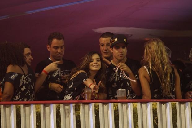 Giovanna Lancellotti e Caio Castro em camarote de Salvador (Foto: Wallace Barbosa / AgNews)