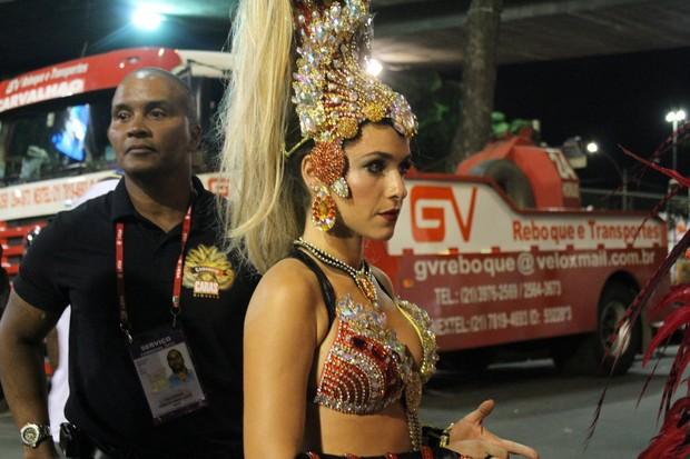 Monique Alfradique chega ao sambódromo do Rio (Foto: Clayton Militão / Photo Rio News)