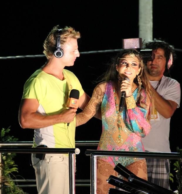 Cássio Reis e Alinne Rosa em Salvador (Foto: Adilson Lucas e Marcus Pavão / AgNews)