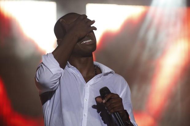 Thiaguinho chorando no último show (Foto: Vinícius Eduardo / Ag. News)