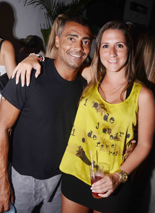 Rom&#225;rio e Amiga (Foto: Ari Kaye / Divulga&#231;&#227;o)