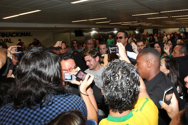 American actor Zac Efron being hustled through Guarulhos International Airport in Sao Paulo on Tuesday morning, 28 February 2012