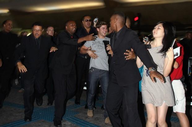 Zac Efron desembarca no Brasil (Foto: Manuela Scarpa/Photo Rio News)