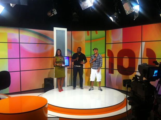 Belo participa de programa de TV em Angola (Foto: Divulgação / Divulgação)