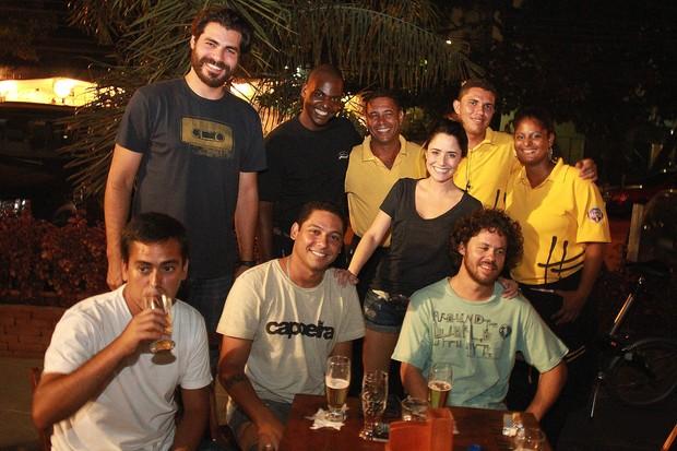 Thiago Lacerda e Fernanda Vasconcellos em bar no Rio (Foto: Marco Macedo/ Divulgação)