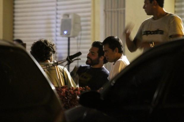Thiago Lacerda com amigos a bar no Rio (Foto: Clayton Militão/ Photo Rio News)