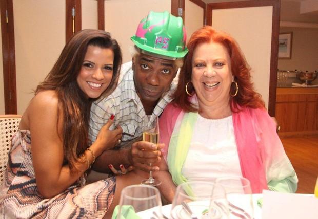 Renata Santos e Beth Carvalho no aniversário de Ivo Meirelles em hotel no Rio (Foto: Onofre Veras/ Ag. News)
