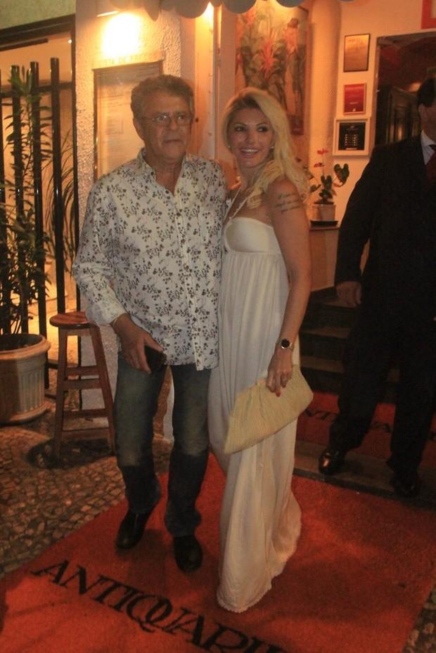 Marcos Paulo dança com Antonia Fontenelle comemoram aniversário com jantar no Rio (Foto: Rodrigo dos Anjos/Ag News)