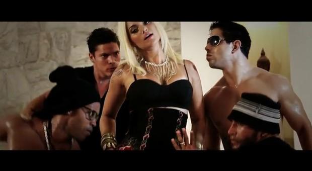 Cena do novo clipe de Kelly Key, 'Shaking' (Foto: YouTube / Reprodução)