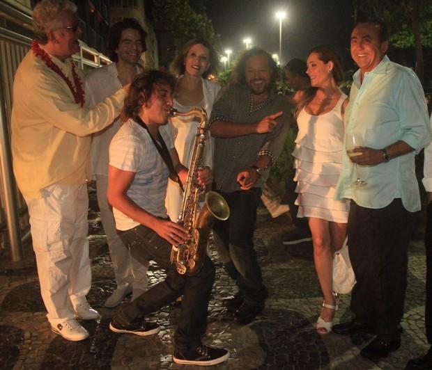 Christiane Torloni, Wolf Maya e amigos (Foto: Rodrigo dos Anjos /Agnews)