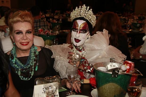 Rogéria e Isabelita dos Patins no Prêmio Estandarte de Ouro (Foto: Isac luz / EGO)