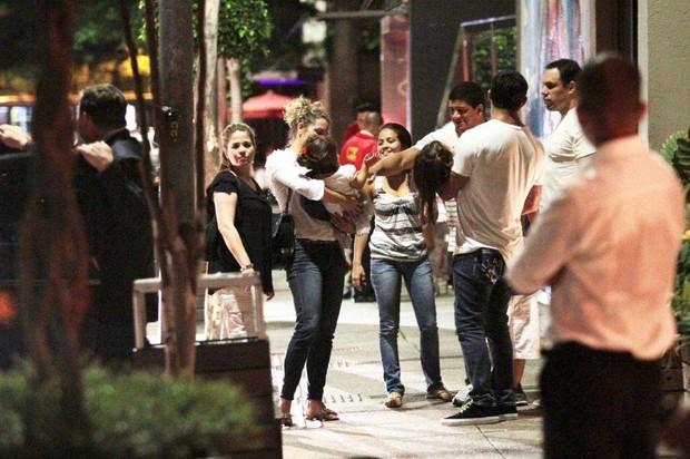 Vitor Belfort e Joana Prado jantam com os filhos e amigos em São Paulo (Foto: Orlando Oliveira/Ag News)