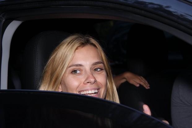 Carolina Dieckmann chega à festa de Joaquim, filho de Angélica e Huck (Foto: Felipe Assumpção e Alex Palarea / AgNews)