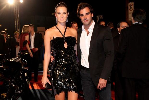 Letícia Birkheuer e o marido (Foto: Roberto Filho/Agnews)