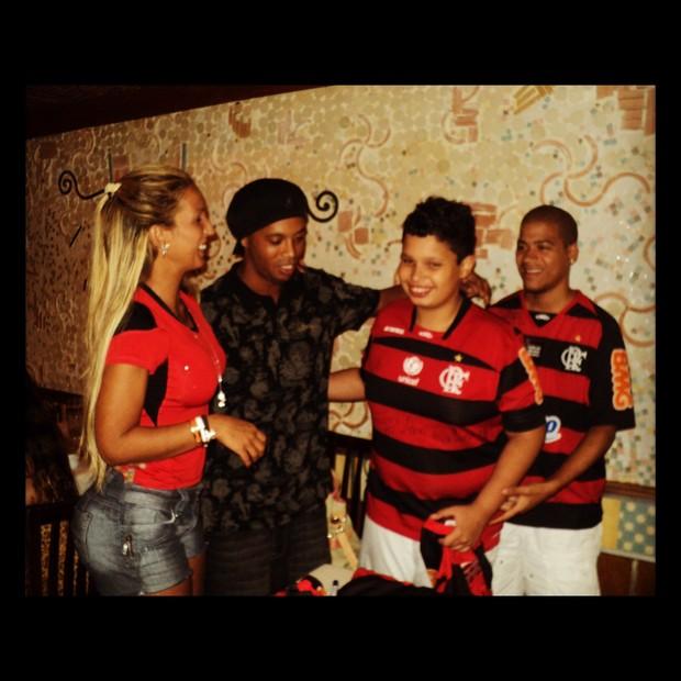 Valesca Popozuda e Ronaldinho Gaúcho (Foto: Reprodução/Twitter)