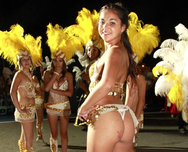 Rocio Mozo usou uma lingerie para desfilar na Argentina (Foto: Isac Luz/EGO)