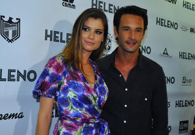 Alinne Moraes e Rodrigo Santoro na pré-estreia do filme 'Heleno', no Rio (Foto: Roberto Teixeira / EGO)