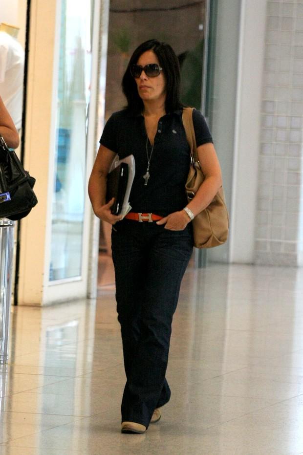Gloria Pires no aeroporto Santos Dumont, RJ (Foto: Henrique Oliveira/Photorio News)