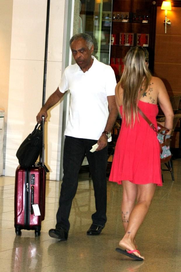 Gilberto Gil no aeroporto Santos Dumont, RJ (Foto: Henrique Oliveira/Photorio News)