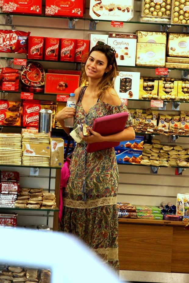 Thaila Ayala no aeroporto Santos Dumont, RJ (Foto: Henrique Oliveira/Photorio News)