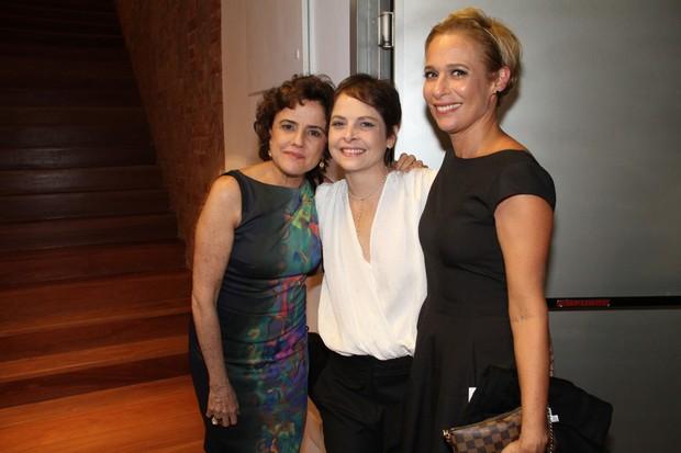 Drica Moraes com Marieta Severo e Andréa Beltrão na estreia da peça 'A primeira vista' no Rio (Foto: Thyago Andrade/ Photo Rio News)
