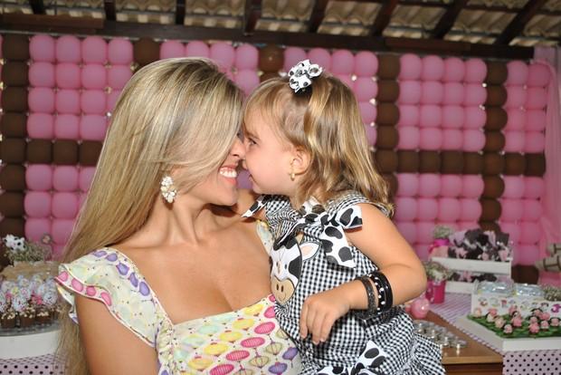 Ex-paquita Roberta Cipriani na festa de dois anos da filha Nicole (Foto: Pablo Amora/ Divulgação)