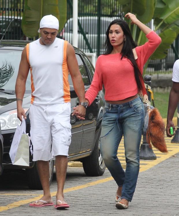 Belo e Gracyanne fazem compras no Rio (Foto: Marcus Pavão / AgNews)