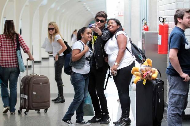 Rebeldes no aeroporto (Foto: Orlando Oliveira / Ag. News)
