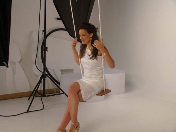 Adriana Birolli fotografa pra campanha de joias (Foto: Divulgação)