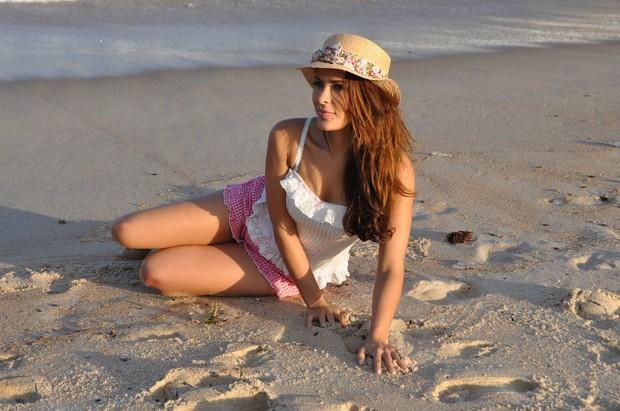 Gyselle Soares posa para ensaio em praia do Rio (Foto: Gil Rodrigues / Photo Rio News)