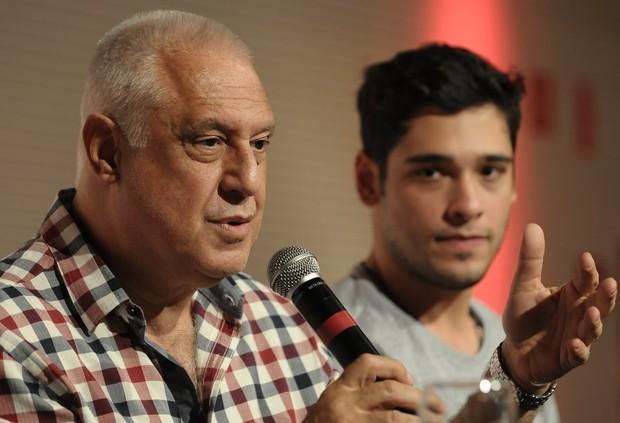 Antônio Fagundes e o filho,  Bruno, em coletiva de imprensa (Foto: Francisco Cepeda / AgNews)