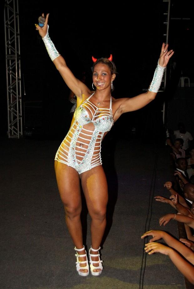 Valesca Popozuda usa chifrinho em show em São Gonçalo (Foto: Daniel Pinheiro/Divulgação)