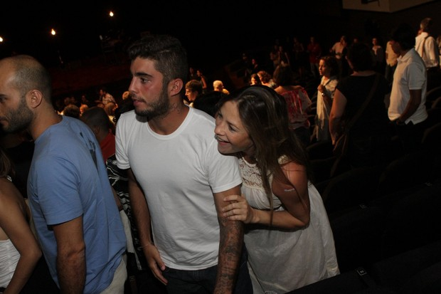 Luana Piovani e Pedro Scooby no show do cantor Lenine (Foto: Raphael Mesquita / Photo Rio News)