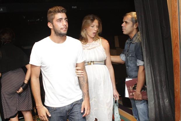 Luana Piovani e Pedro Scooby no show do cantor Lenine (Foto: Raphael Mesquita / Photo Rio News)