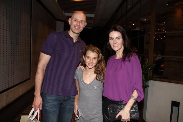 Tande comemora aniversário com a mulher Lizandra Souto e a filha Yasmin no Rio (Foto: Daniel Delmiro/ Ag. News)