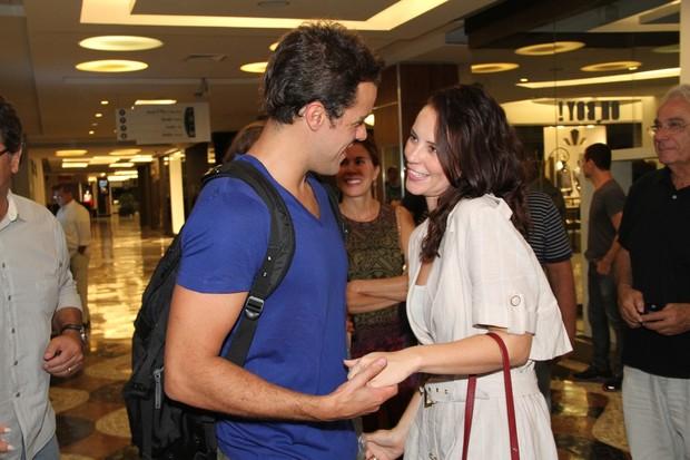 Paola Oliveira e o namorado Joaquim Lopes vão ao teatro no Rio (Foto: Roberto Filho/ Ag.News)