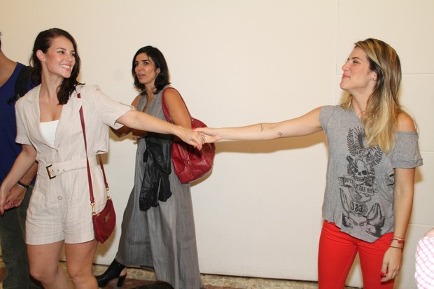 Paola Oliveira e Giovanan Ewbank em teatro no Rio (Foto: Roberto Filho/ Ag.News)