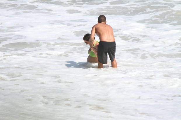 Luana Piovani na praia (Foto: Dilson Silva / AgNews)