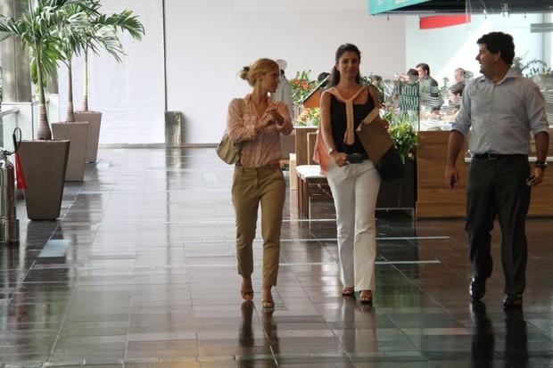Carolina Dieckmann em shopping no Rio (Foto: Daniel Delmiro/ Ag. News)