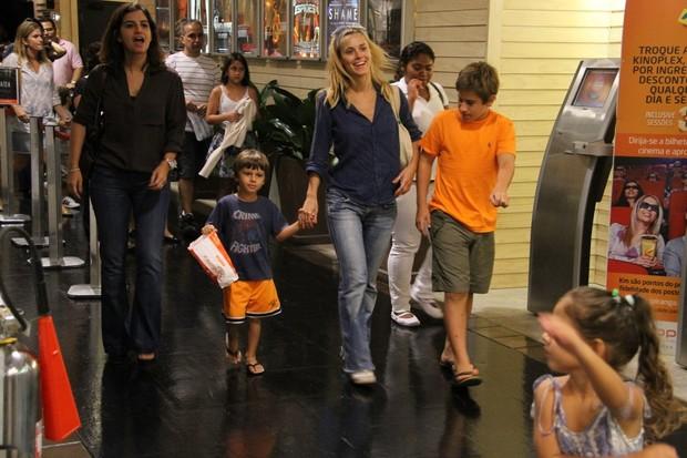 Carolina Dieckman e filhos (Foto: : Daniel Delmiro / AgNews)